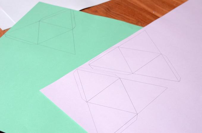 Adventskalender Pyramidengletscher - eingezeichnete Pyramiden auf Farbkarton
